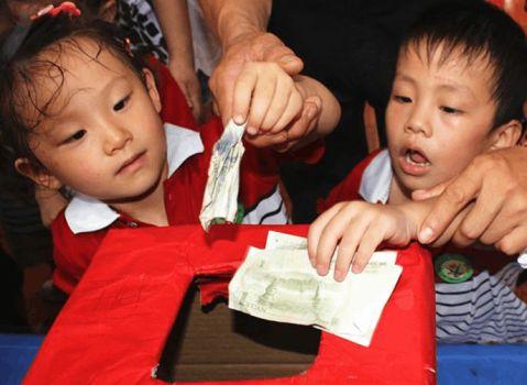 幼儿园举行庆六一爱心义卖活动总结