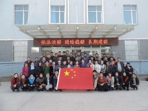 乌恰县康苏镇人民政府我与国旗合个影买买提江