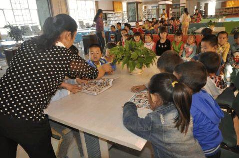 吉木萨尔县第二双语幼儿园开展参观博物馆我与国旗合个影活动新闻稿